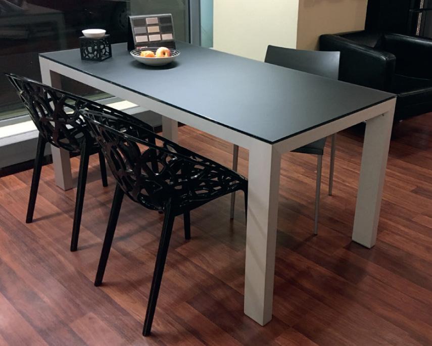jídelní stůl benetto typ B s matnou skleněnou deskou