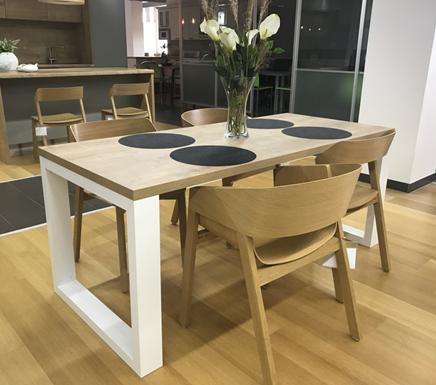 jídelní stůl bílá barva Benetto FRAME typ D