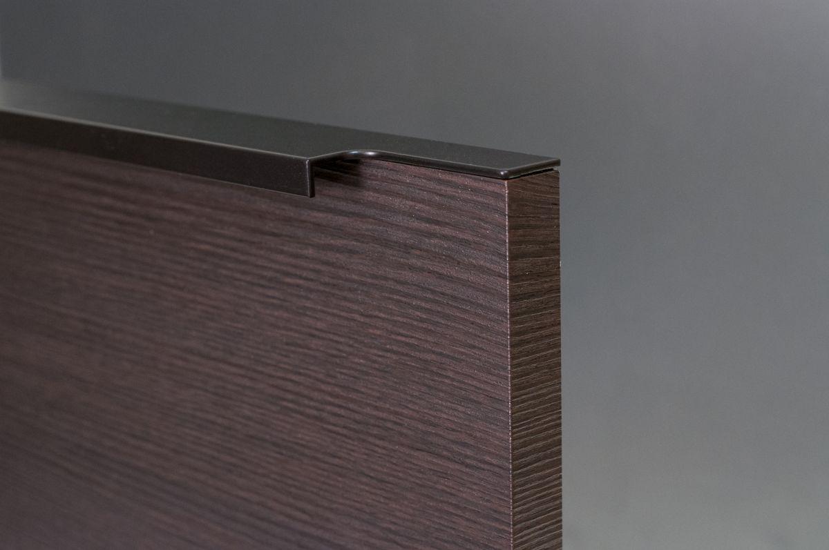 Profilové úchytky na kuchyňskou linku s frézovaným tvarem
